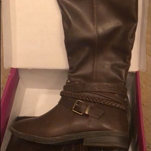 Brown mid length boots